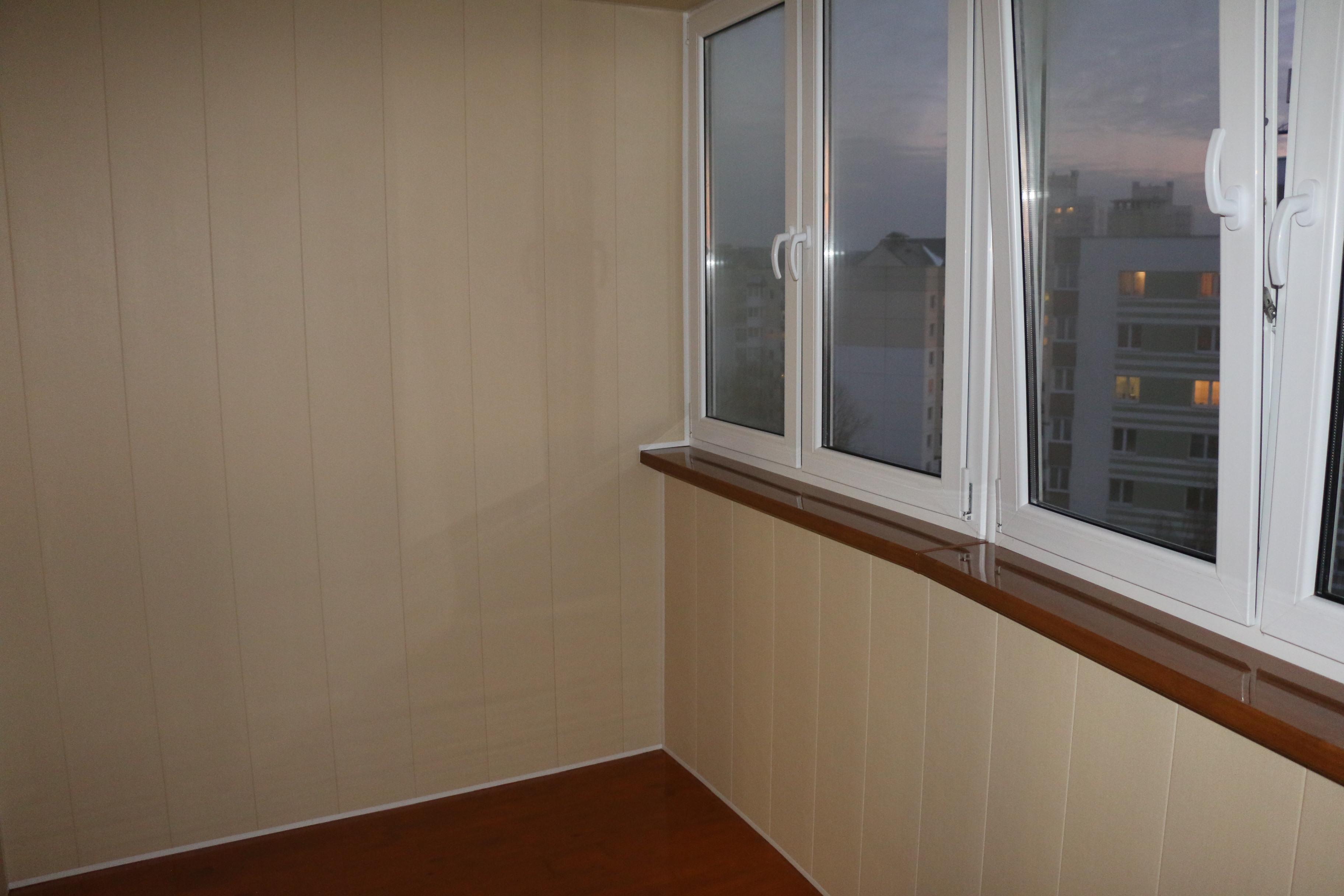 Как произвести отделку балкона лоджии пластиковыми панелями..