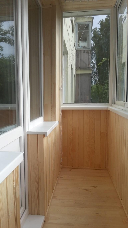 Фото отделки лоджии вагонкой: фото обшивки балкона деревянно.